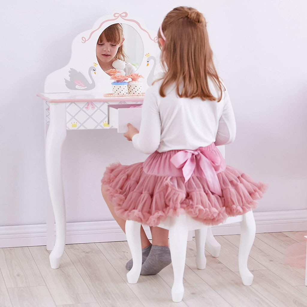 beautiful-swan-lake-mirror-table-set-your-kids-will-love